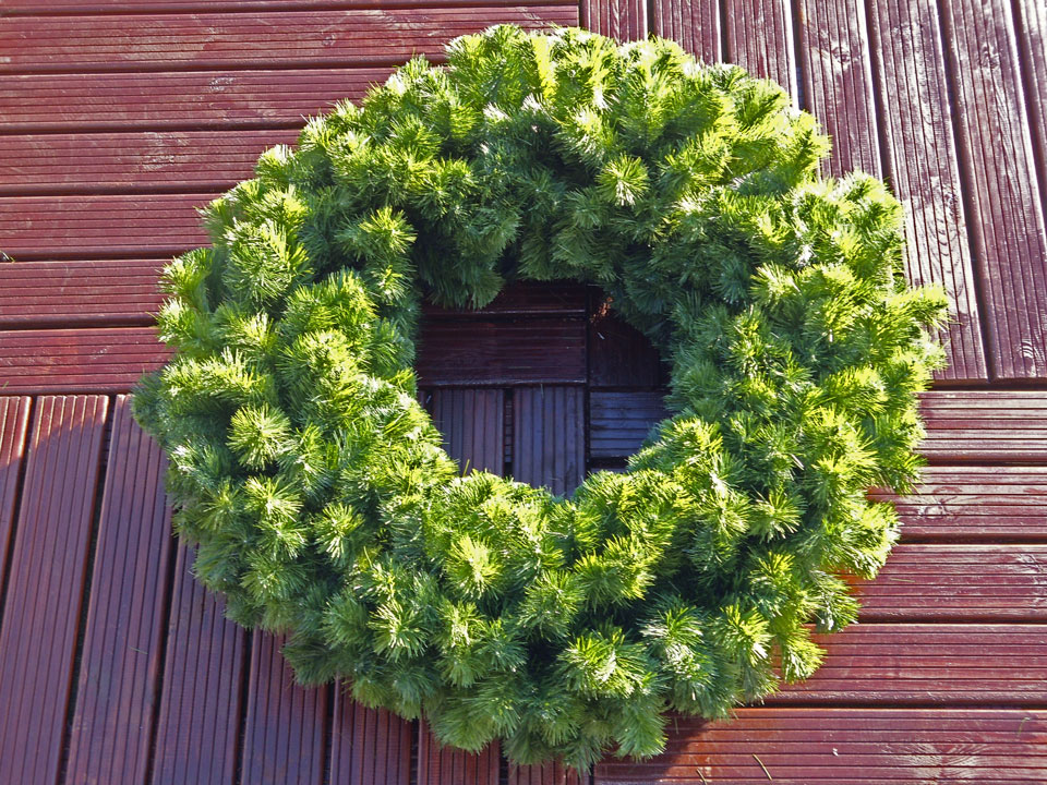 Christmas Garlands.Commercial Luxury Christmas Wreath 60cm 2ft Recommended